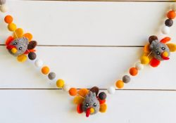 16 charming handmade Thanksgiving Garland designs for dining