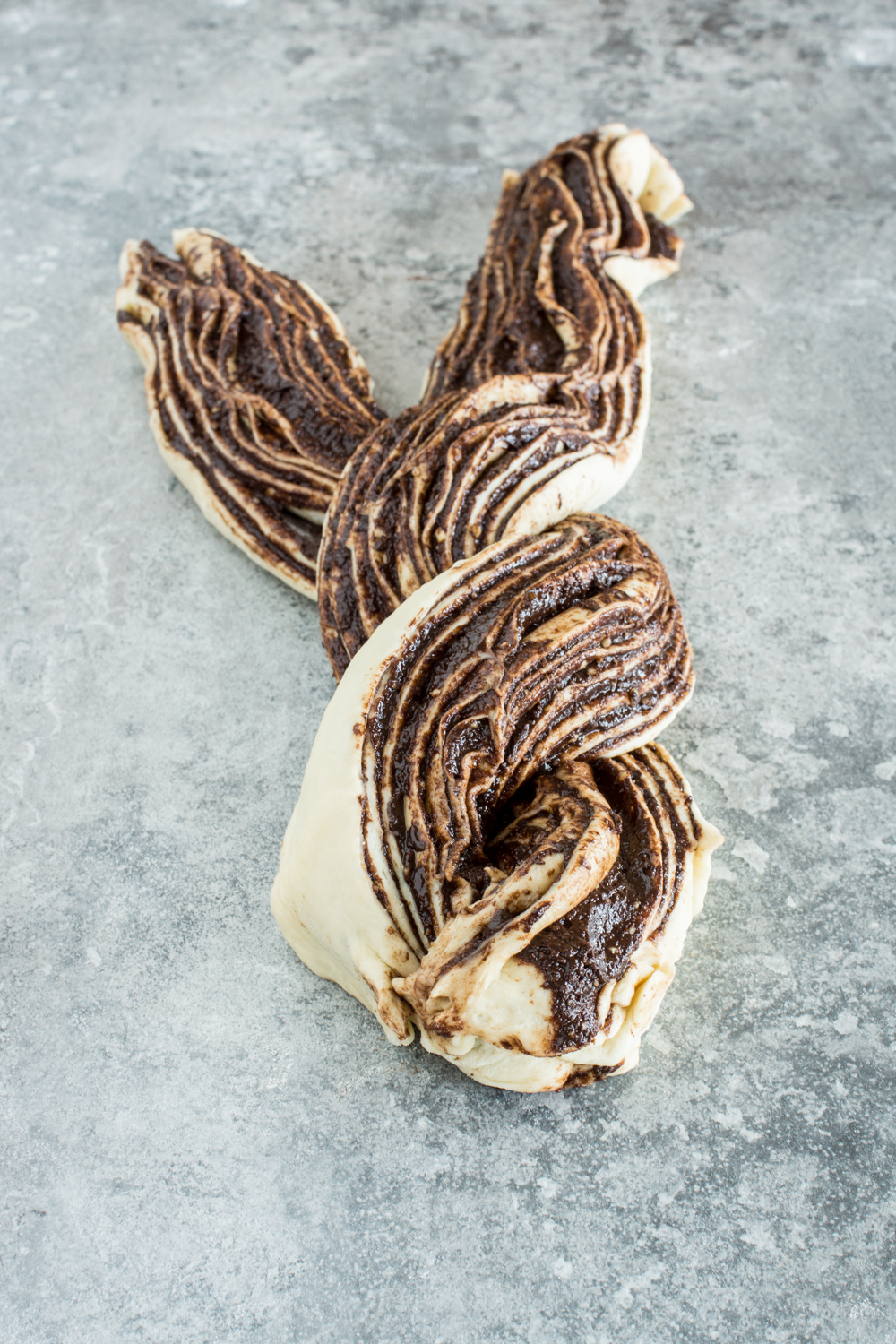 Two-string chocolate hazelnut striezel shape - simple recipe and step-by-step instructions