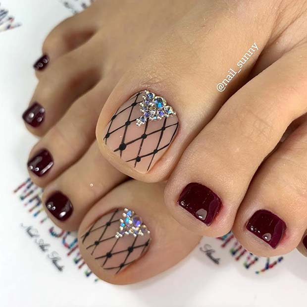 Burgundy toenails with pointed nail art