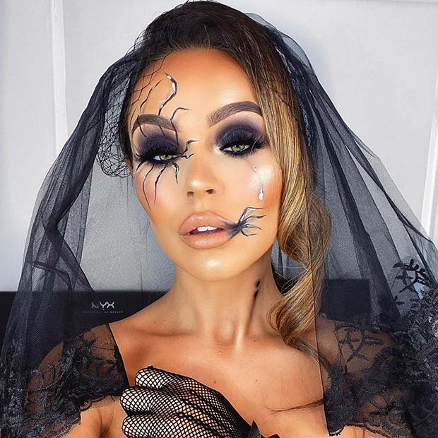 Gorgeous Makeup with Spiders for Halloween