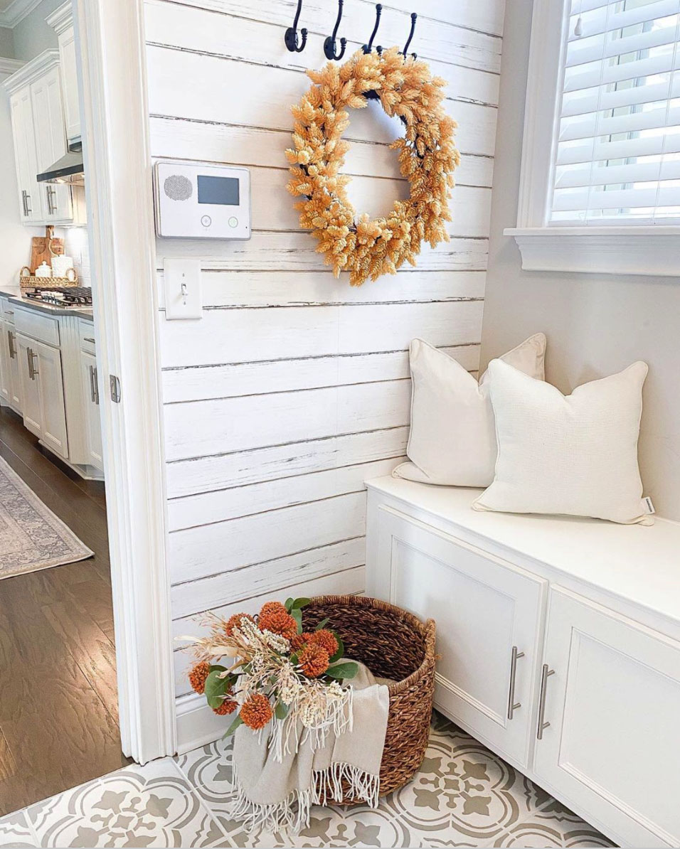 cozy-fall-decorating-ideas-mudroom