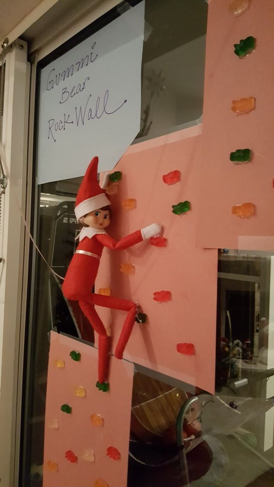 Funny elf on the shelf ideas - wall climbing elf