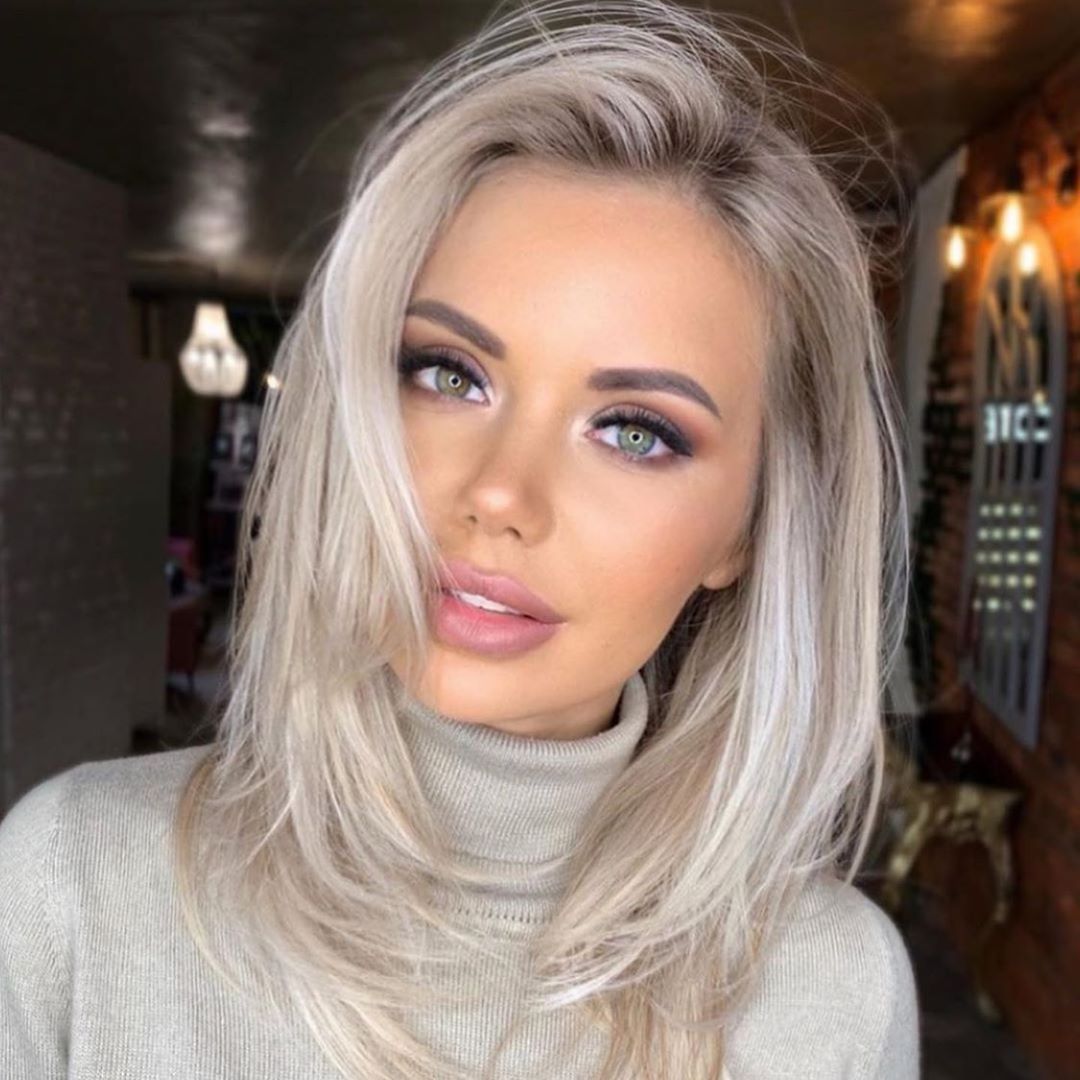 Lob Hairstyle with Straight Hair - Women Shoulder Length Hairstyles and Haircuts in 2021