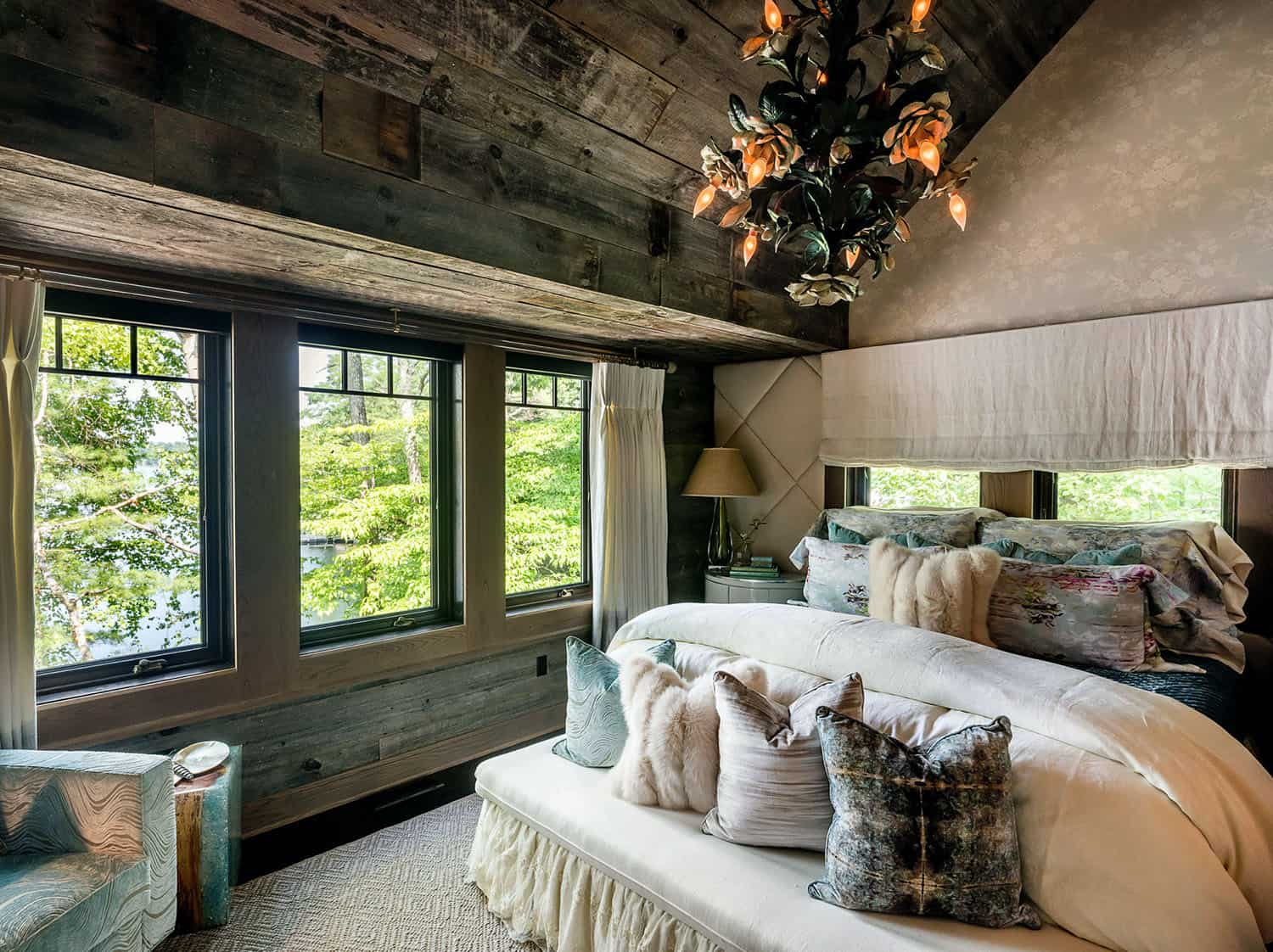 barn-style-bedroom-design-with-reclaimed-wood-ceiling