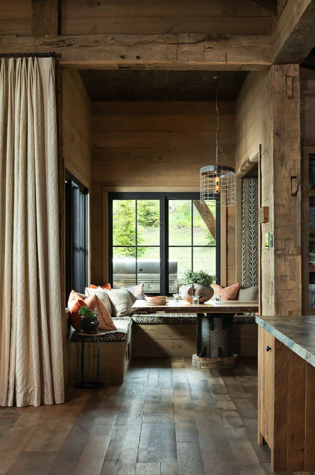 rustic-kitchen-dining-nook