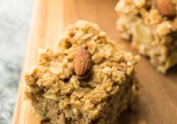 Apple Quinoa Breakfast Bars | sweetpeasandsaffron.com