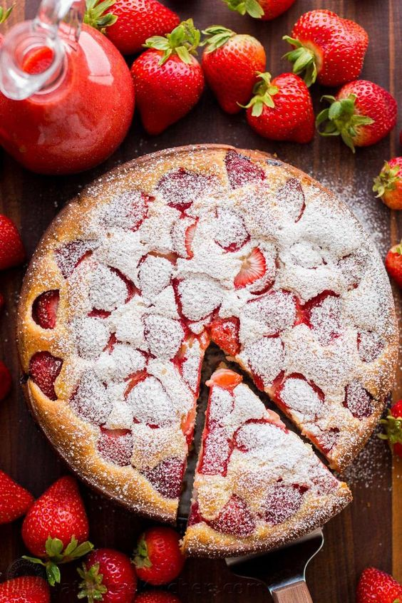 Simple strawberry cake with strawberry sauce