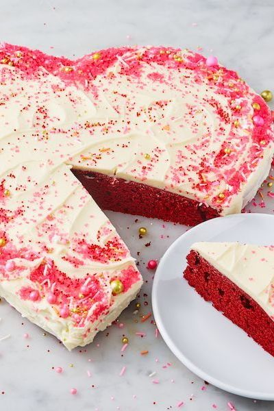 Simple sweets for Valentine's Day: heart shaped cake
