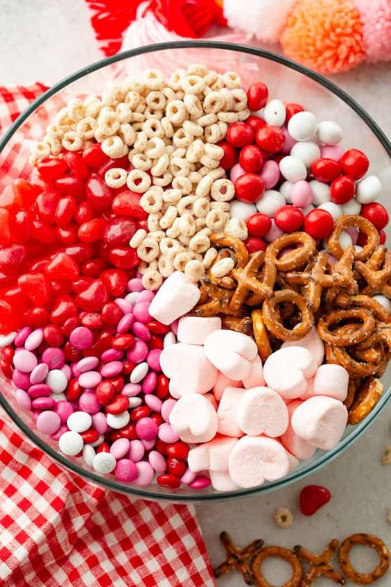 Easy 5-minute snack mix for Valentine's Day