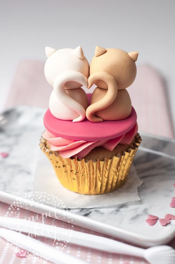 Sweet Valentine's Day Cupcakes: Cat Cupcakes