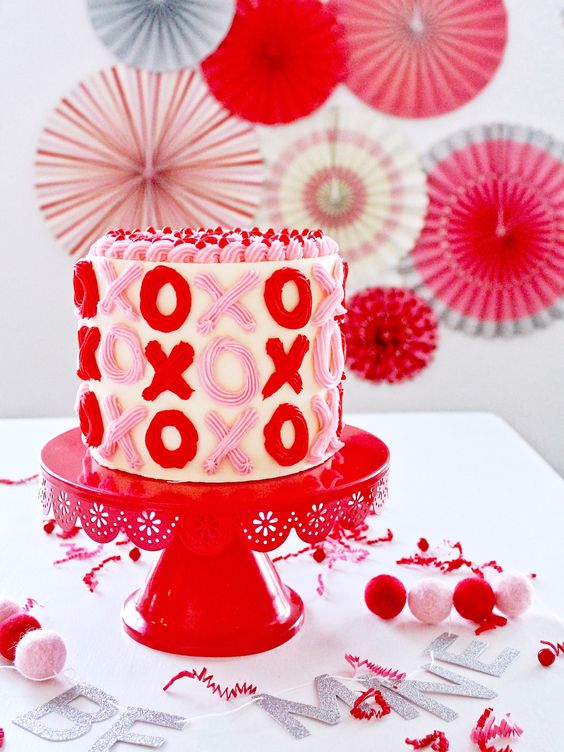 Cute Valentine's Day Cake Ideas: XO Cake
