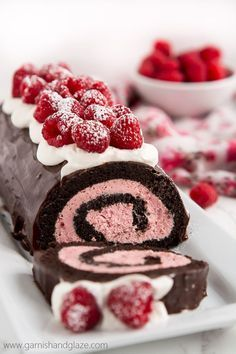 Sweet Valentine & # 39; s Cake Ideas: Raspberry Chocolate Swiss Roll