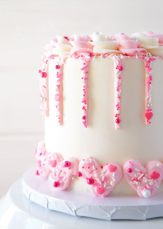 Cute Valentine's Day Cake Ideas: Strawberry Cake with Champagne