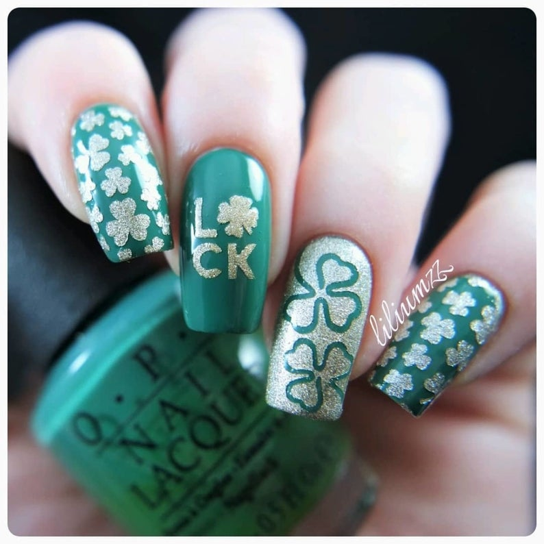 Simple acrylic St Patrick & # 39; s Day nails with nail stickers