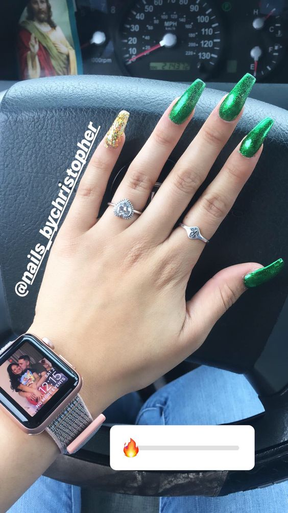 Simple St. Patrick & # 39; s Day nails with acrylic coffin design, green coffin nails