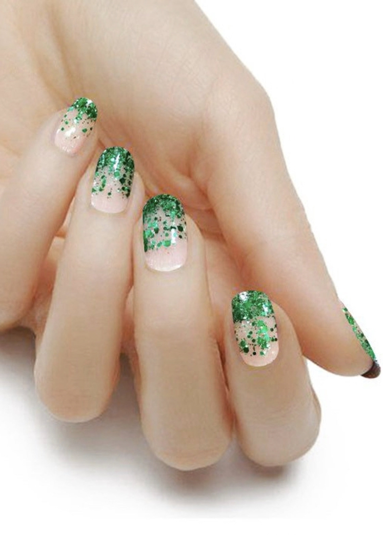 Simple St.Patrick & # 39; s Day glitter nails