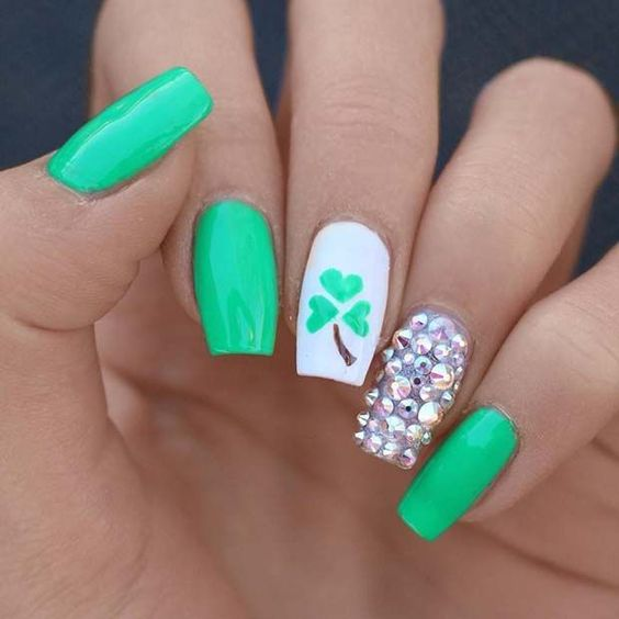 Green simple nails for St. Patrick & # 39; s Day