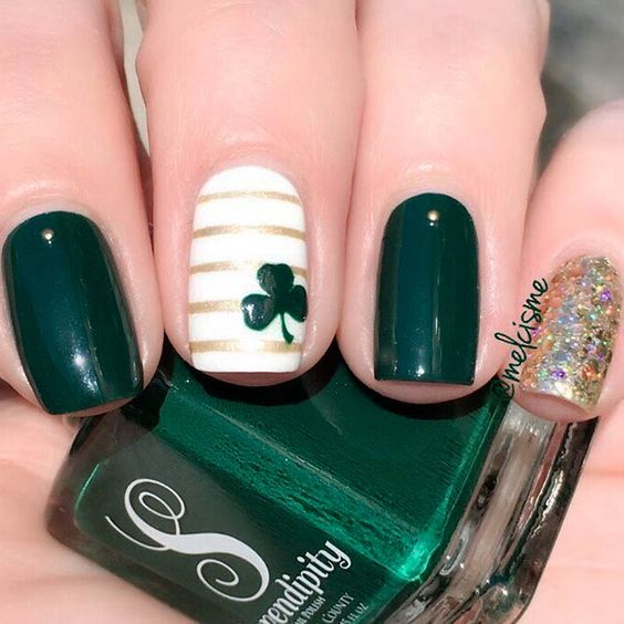 Dark green nails for St. Patrick & # 39; s Day