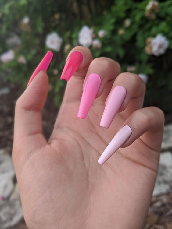 Acrylic pink ombre nails with light pink, baby pink and hot pink