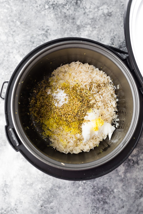 Recipe for herb lemon rice on the rice cooker before cooking