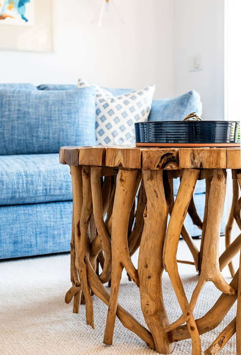 traditional family room by the sea - coffee table detail