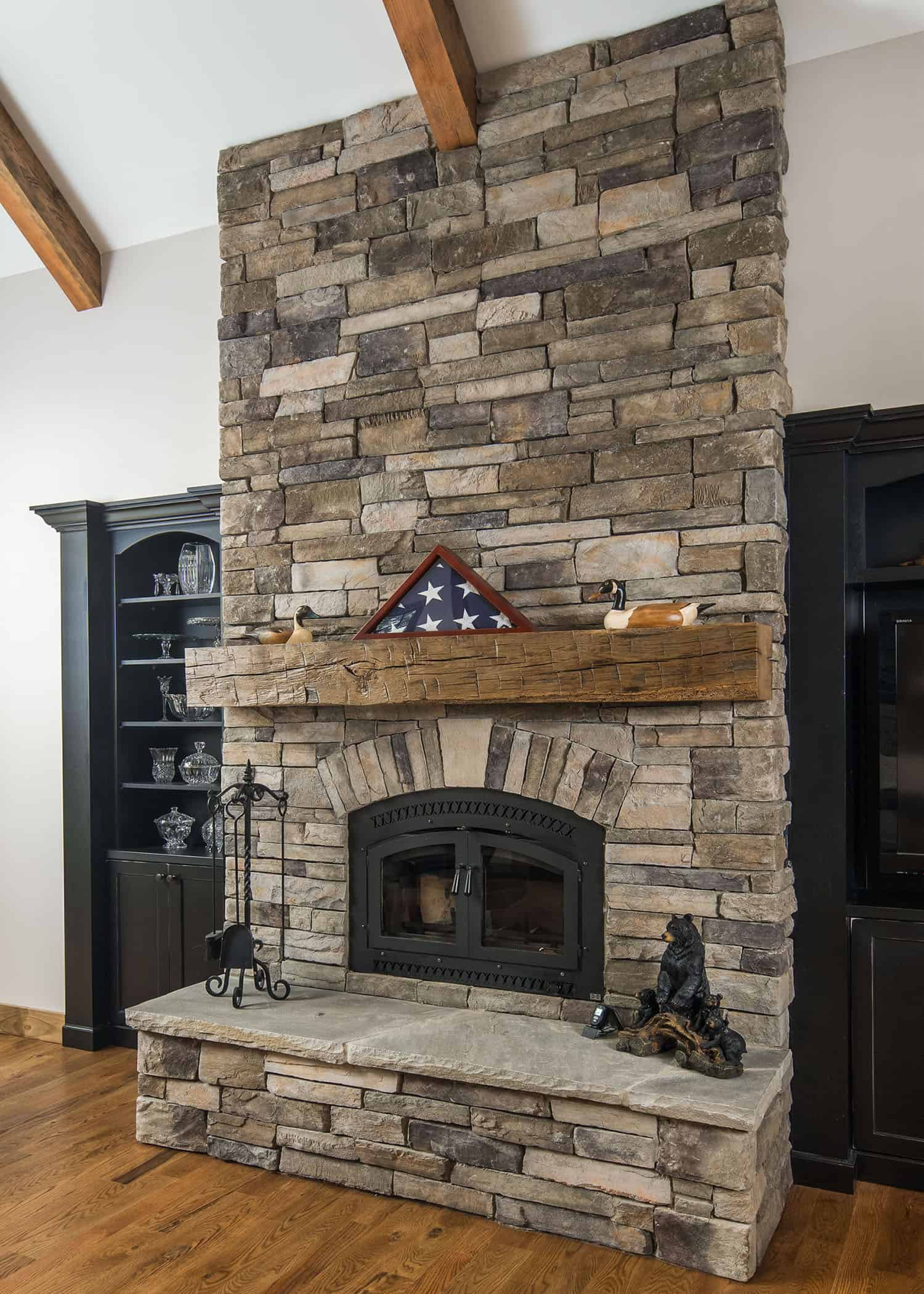 Mountain style living room style fireplace