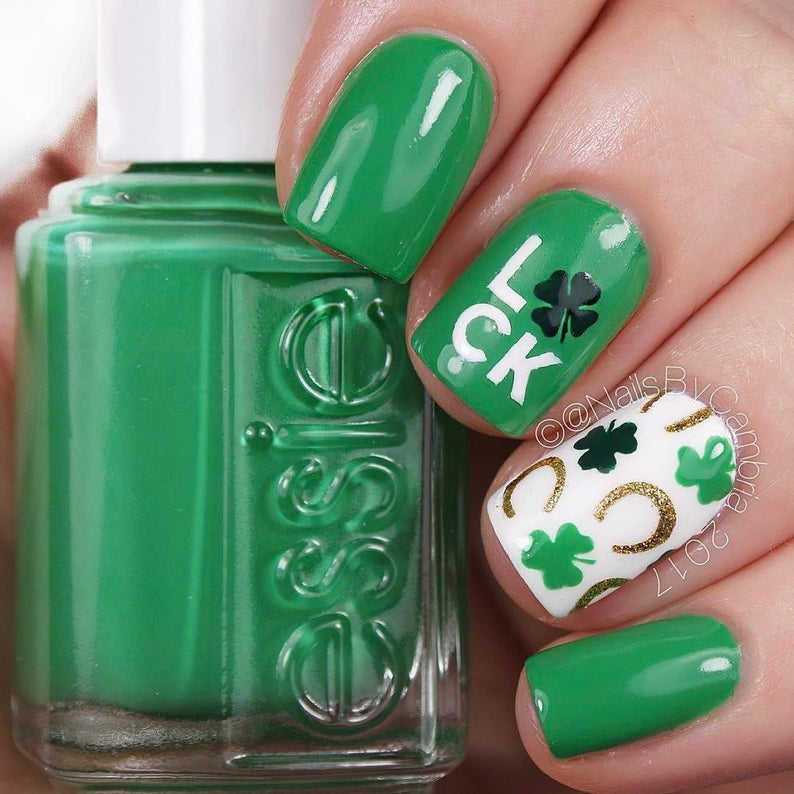 Nails with green St Patrick & # 39; s Day nail stickers