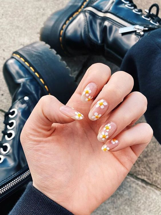 Cute floral nail art designs with daisies