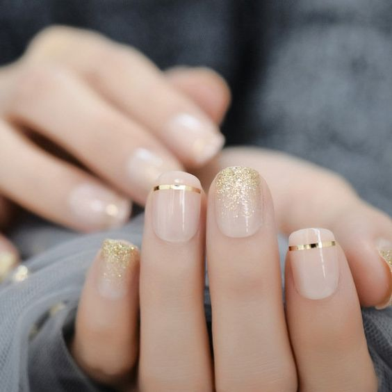 Short bridal nails with gold
