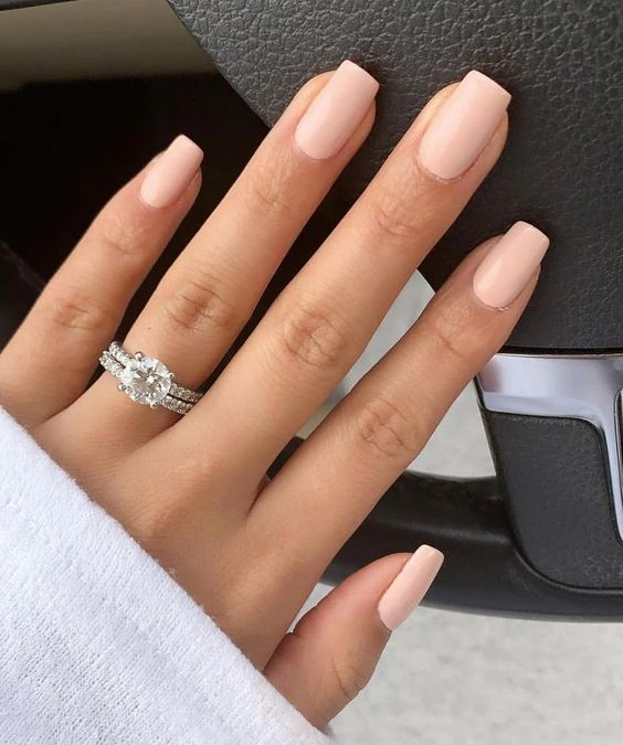 Short wedding nails for bride