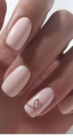 Short pink wedding nails for bride