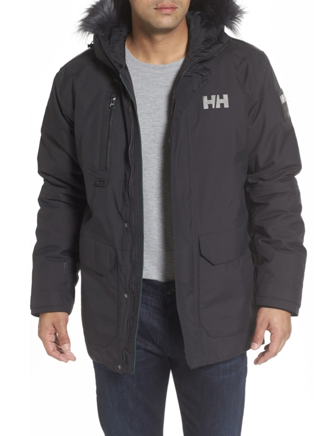 The cheapest brands for ski jackets: Helly Hansen