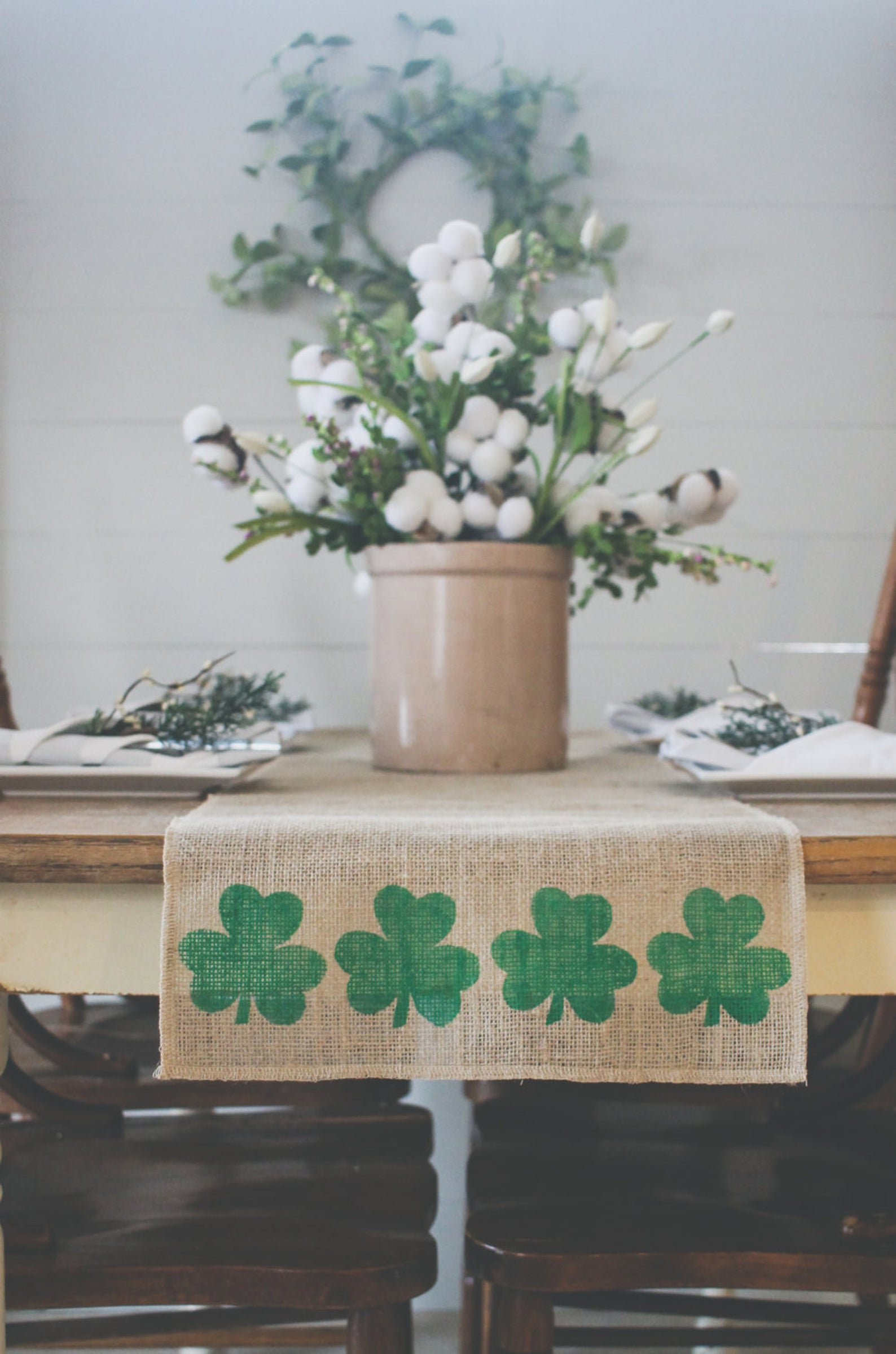 Decoration ideas for St. Patrick & # 39; s Day - table runner for St. Patrick & # 39; s Day