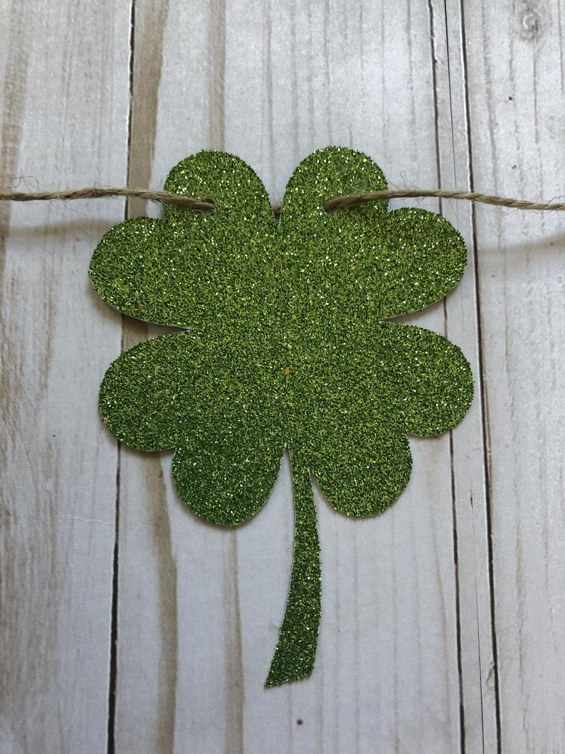 Decoration ideas for St. Patrick & # 39; s Day - light clover wreath