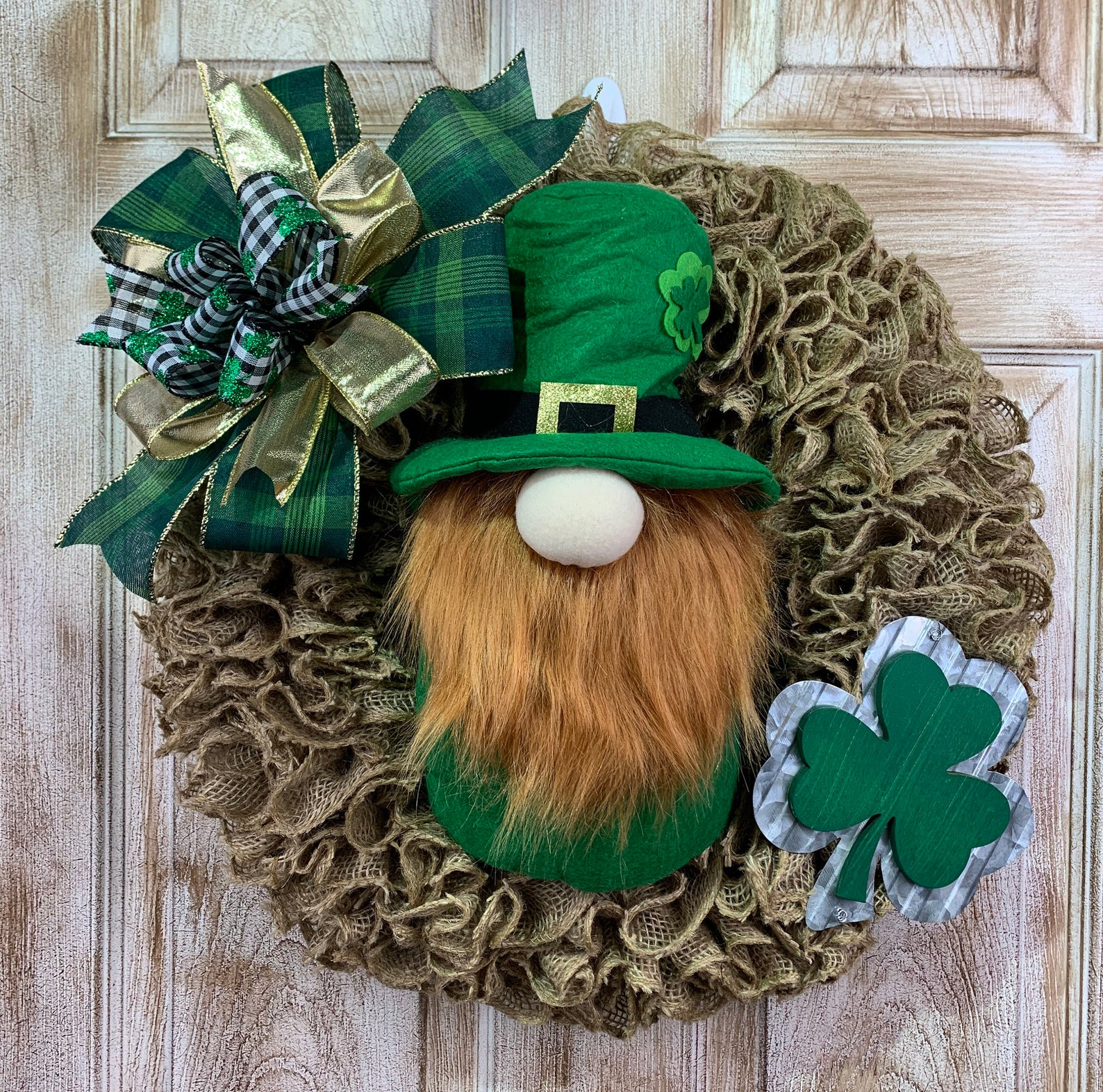 St. Patrick & # 39; s Day wreath with leprechaun and clover