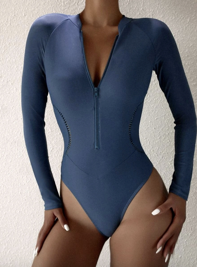 Long sleeve swimsuit in navy blue that covers the rear pimples and shoulders