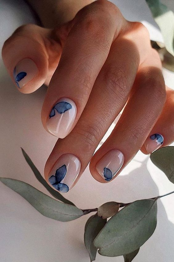 Short butterfly nails
