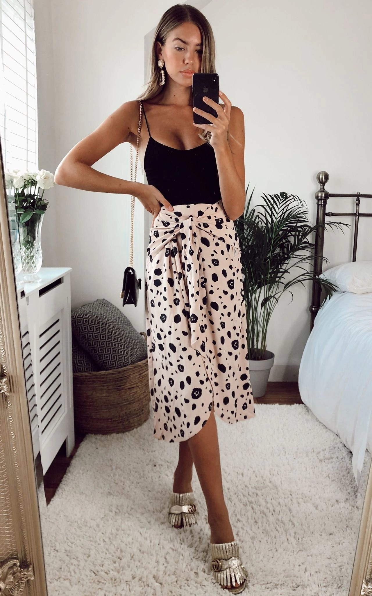 Midi skirt outfit with neutral print