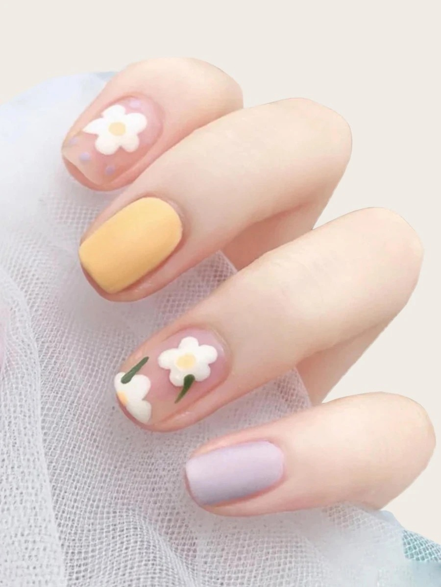 Flowery pastel nails