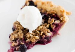 Mixed Berry Crumble Pie - I Heart Naptime