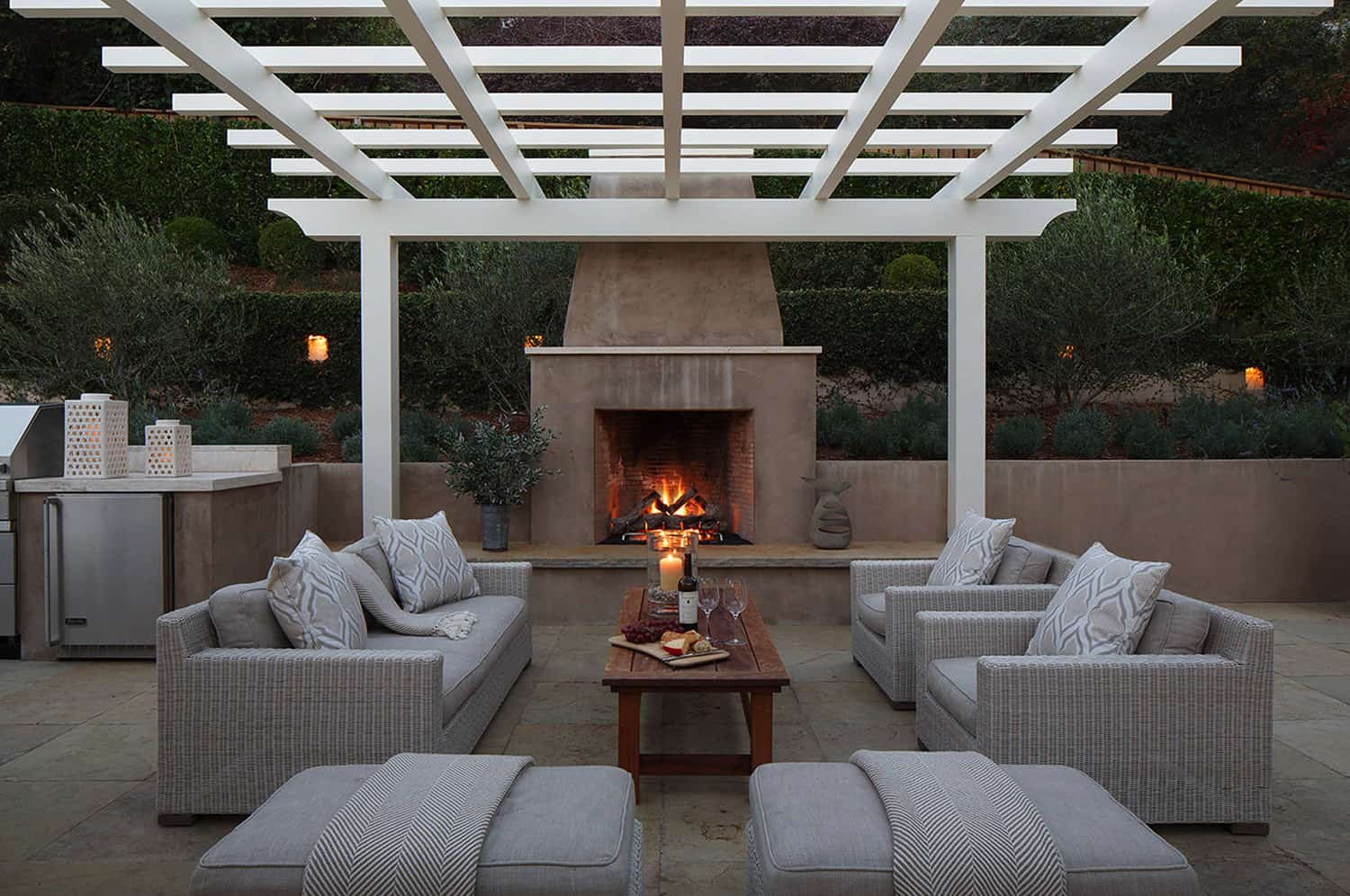Pergola-design-ideas-open-living-room-with-fireplace