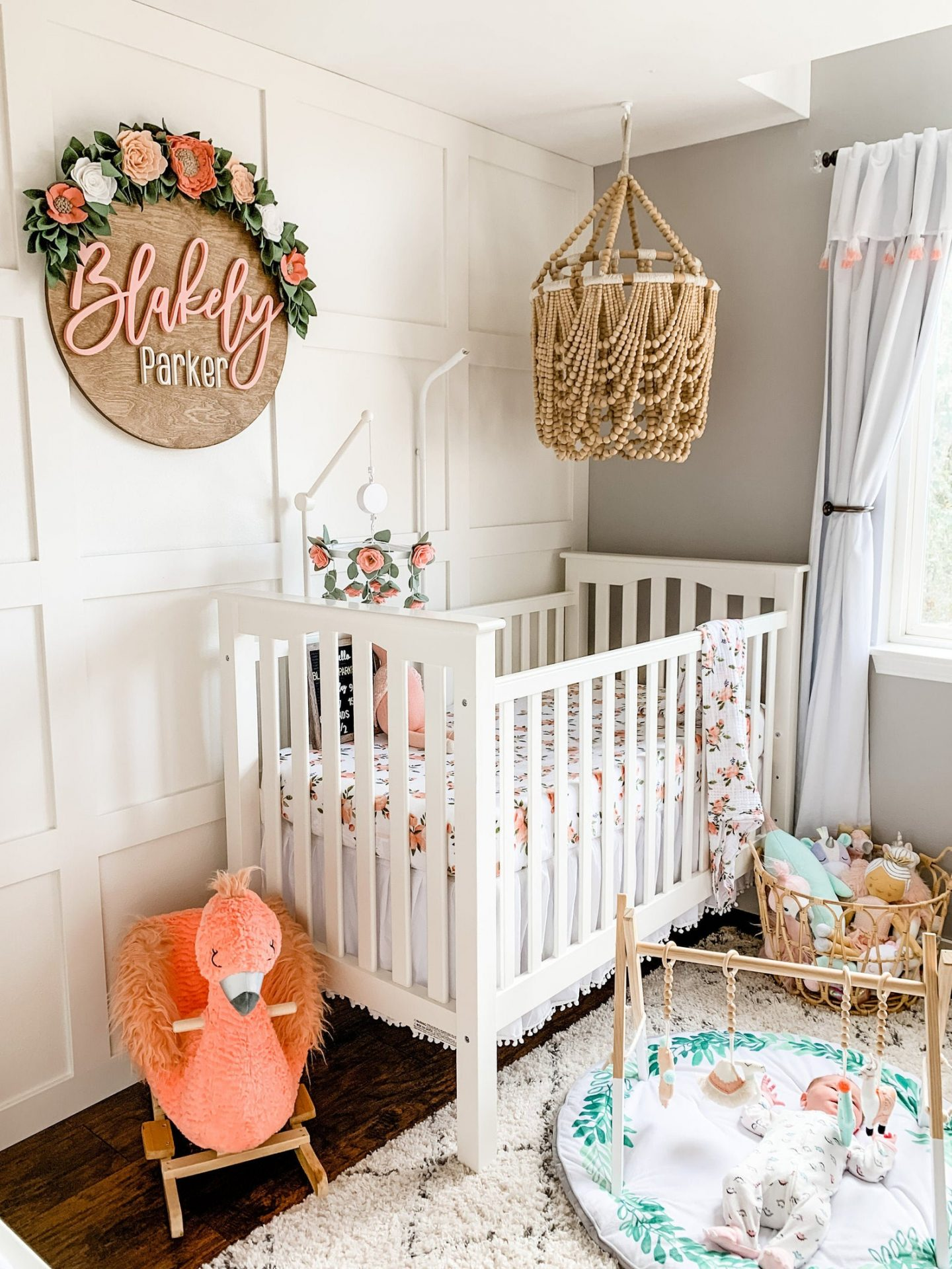 Name tag for children's room with flowers and wood