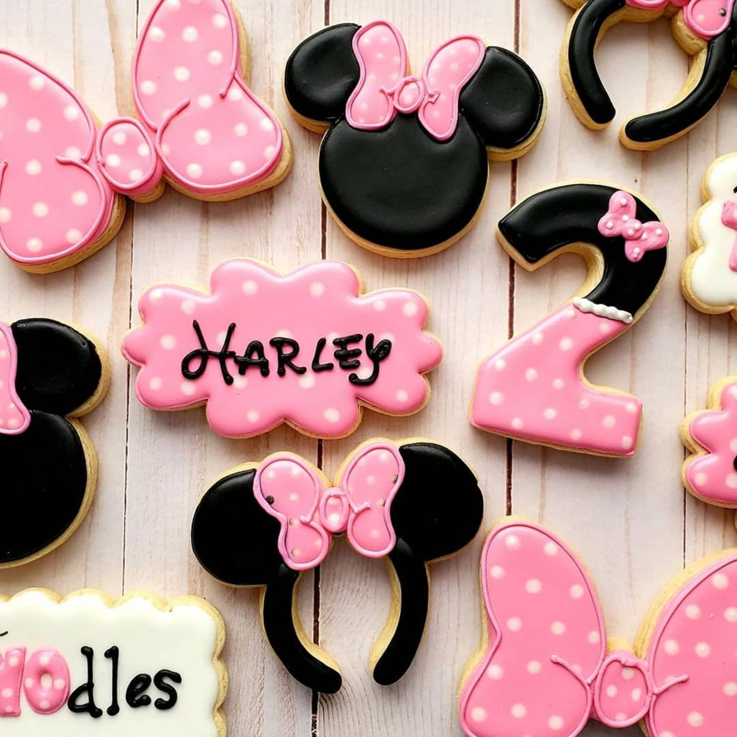 Pink Minnie Mouse / Disney Personalized Cookies