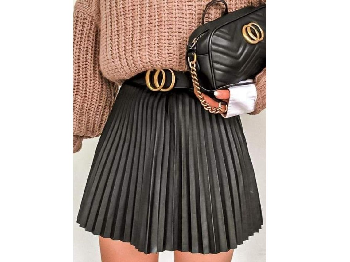 Pleated skirt outfits for going to the office