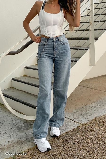 White corset with baggy jeans