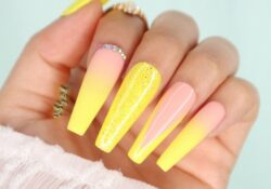 40+ cute yellow nail designs to bring the sunshine to your fingertips