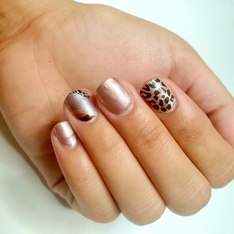 Nail design with leopard print in rose gold