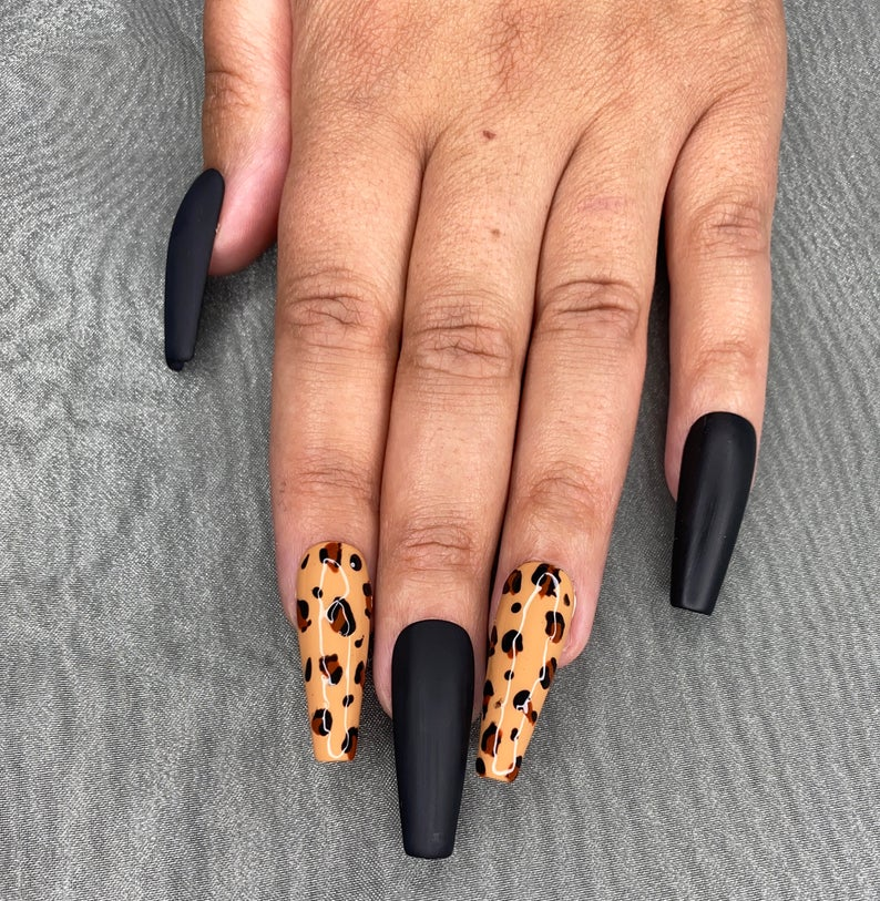 Leopard nails with black toe