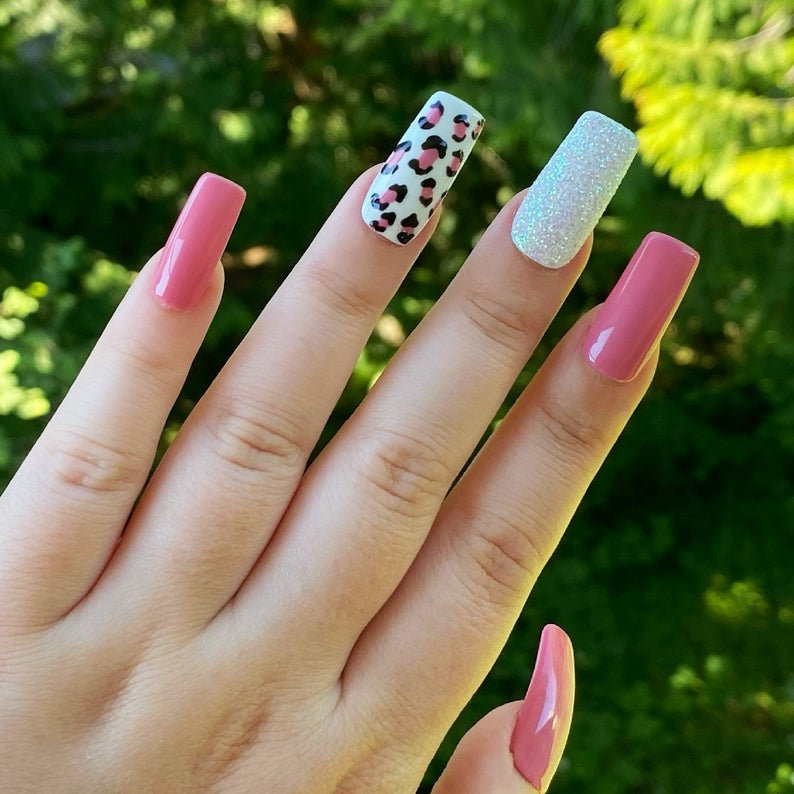 Simple pink nails with leopard print and glitter