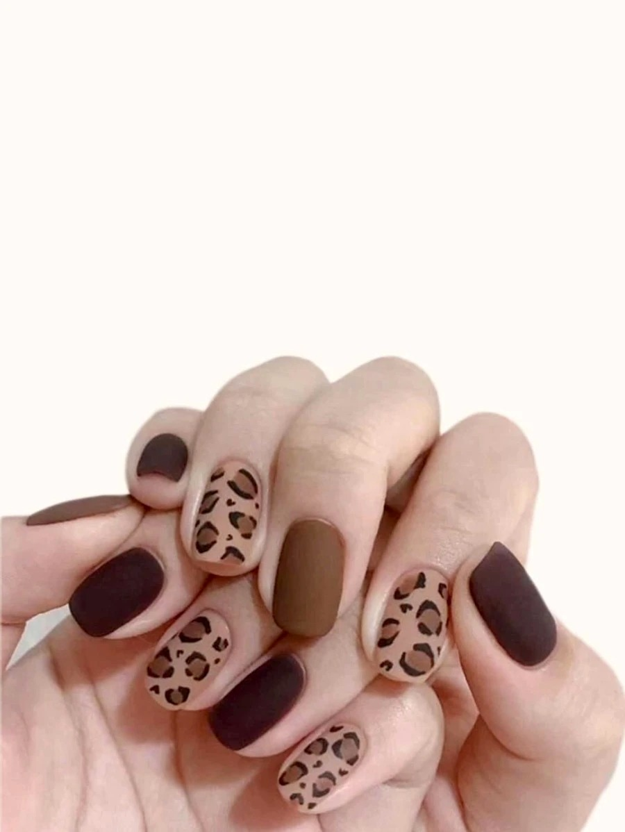 Short matte brown nails with a leopard print